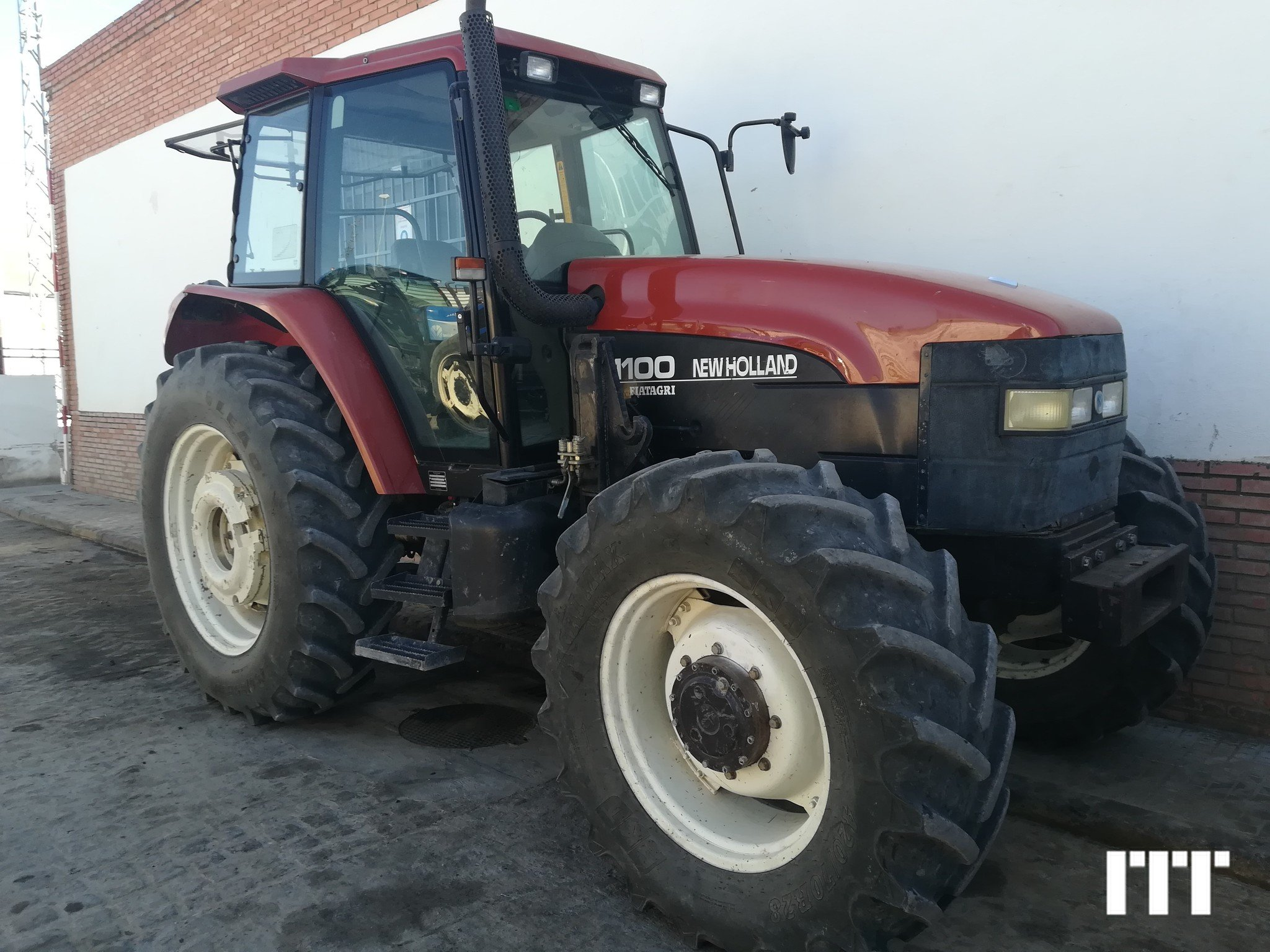 Tractor agricola New Holland M100 - 1